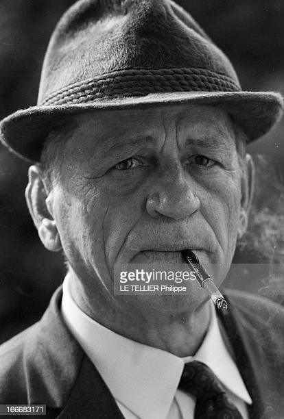 Rendezvous With Henri Charriere Known As Papillon Le 14 mai 1969 portrait de face avec un chapeau et un fume cigarette de l'écrivain et ancien...
