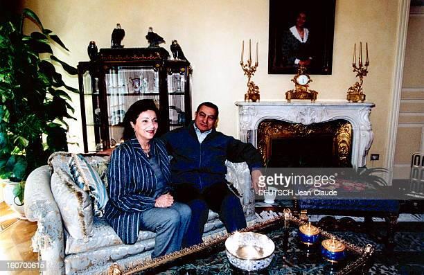 Rendezvous With Hosni Mubarak And His Wife Suzanne Janvier 2000 Hosni et Suzanne MOUBARAK dans leur résidence du Caire assis côte à côte dans un salon