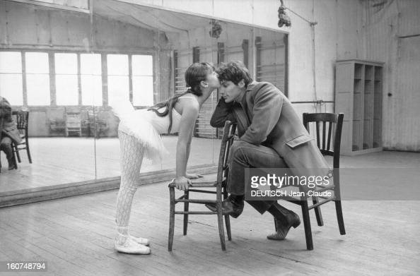 Rendezvous with hugues aufray pictures getty images for Abdos assis sur une chaise