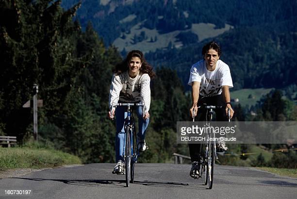 Rendezvous With Isabelle And Paul Duchesnay En Autriche Isabelle et Paul DUCHESNAY faisant du vélo sur une route de montagne
