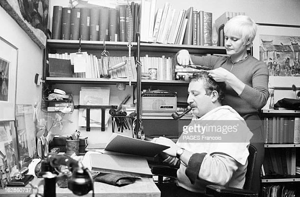 Rendezvous With Jacques Fabbri Le 03 octobre 1963 à Paris tandis que l'acteur et réalisateur Jacques FABBRI travaille chez lui assis à son bureau en...