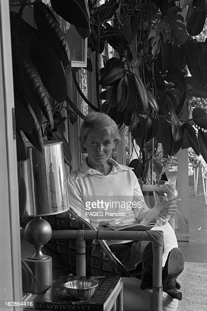Rendezvous With Jean Anouilh At His Daughter Catherine France Paris 18 septembre 1978 l'actrice française Catherine ANOUILH assise sur un canapé en...