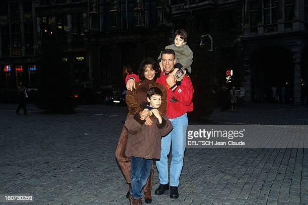 Rendezvous With Jean Claude Van Damme A Bruxelles dans la rue de nuit JeanClaude VAN DAMME en compagnie de son exépouse Gladys et de leurs enfants