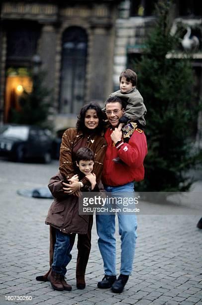 Rendezvous With Jean Claude Van Damme A Bruxelles dans la rue JeanClaude VAN DAMME en compagnie de son exépouse Gladys et de leurs enfants