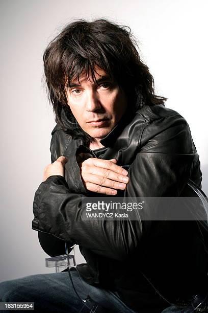 Rendezvous With JeanMichel Jarre Photomontage attitude de JeanMichel JARRE en blouson de cuir noir assis à califourchon dans un fauteuil chez lui à...
