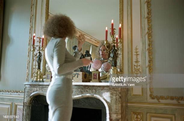 Rendezvous With Jocelyne Wildenstein EtatsUnis 12 décembre 1997 Jocelyne WILDENSTEIN personnalité de la vie mondaine newyorkaise dans son appartement...