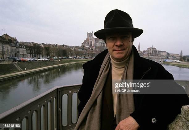 Rendezvous With John Paul Rappeneau Auxerre 19 février 1991 le réalisateur JeanPaul RAPPENEAU dans sa ville natale Coiffé d'un chapeau en velours il...