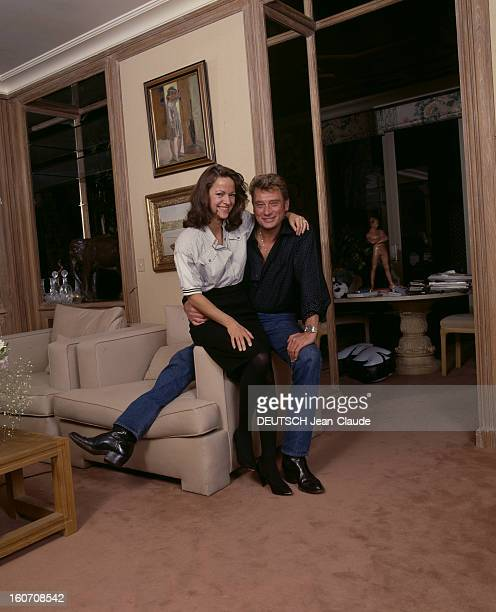 Rendezvous With Johnny Hallyday And Gisèle Galante décembre 1987 Portrait de Johnny HALLYDAY avec sa compagne Gisèle GALANTE journaliste à ParisMatch...