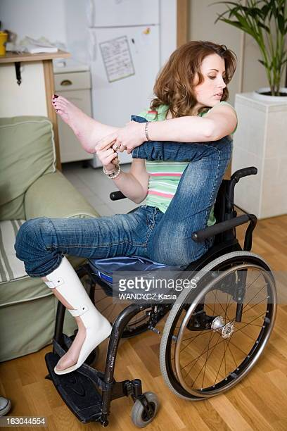 Rendezvous With Julie Garric Julie Garric 24ans paraplegique qui se met a marcher grace a une methode russe Photographiée chez elle à Garenne Colombes