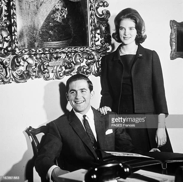 Rendezvous With King Constantine Ii And Queen AnneMarie Of Greece Le 14 décembre 1967 en Grèce le roi CONSTANTIN II de Grèce souriant assis à un...