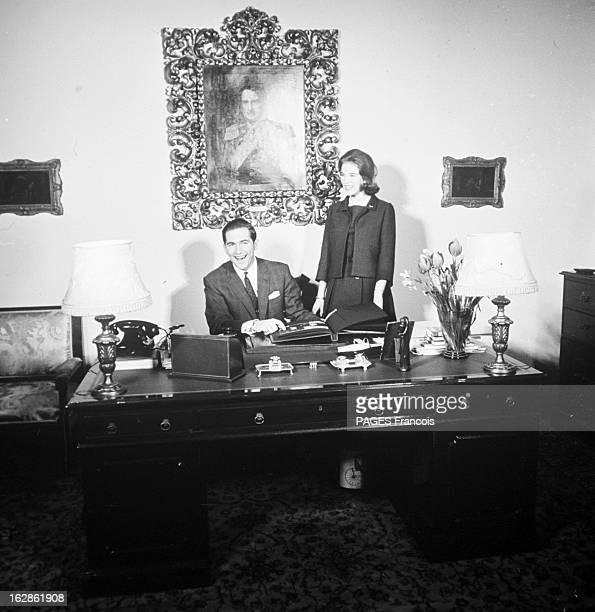 Rendezvous With King Constantine Ii And Queen AnneMarie Of Greece Le 14 décembre 1967 en Grèce le roi CONSTANTIN II souriant assis à un bureau et la...