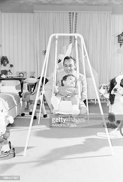 Rendezvous With King Hassan Ii Morocco And Daughter Princess Lalla Meryem Au début des années 60 dans une chambre le roi HASSAN II DU MAROC jouant...