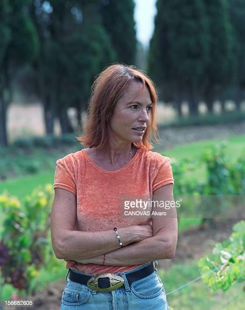 Rendezvous With Laure Adler In Her Farmhouse In Provence. Saint-Rémy- de-Provence - Portrait de la journaliste Laure ADLER chez elle, dans le jardin...