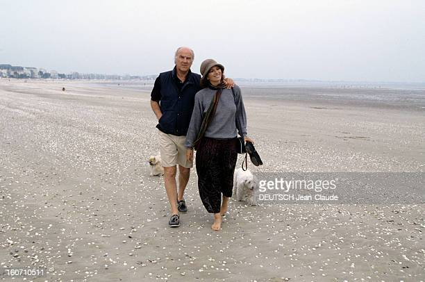 Rendezvous With Lea Massari And Her Husband Carlo Bianchini A La Baule Léa MASSARI et son mari Carlo BIANCHINI en short se promenant sur la plage...