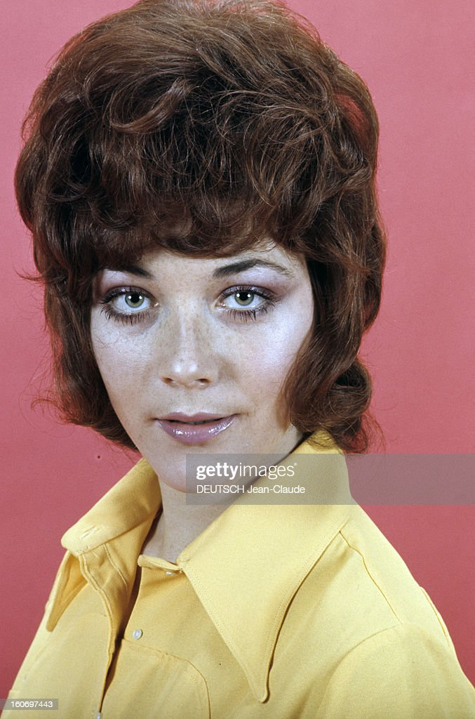 Linda thorson pictures and photos getty images rendezvous with linda thorson in london portrait de linda thorson portant un chemisier jaune vue de thecheapjerseys Image collections
