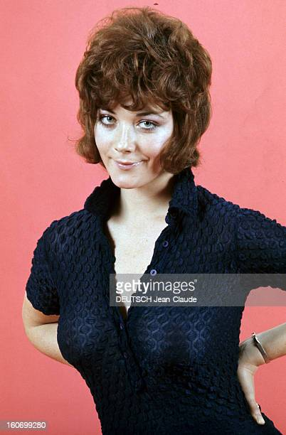 Linda thorson pictures and photos getty images rendezvous with linda thorson in london portrait de linda thorson portant un chemisier bleu nuit mains thecheapjerseys Choice Image