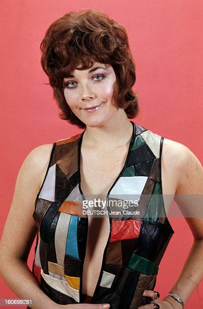 Linda thorson star stock photos and pictures getty images rendezvous with linda thorson in london portrait de linda thorson portant un blouson en patchwork color thecheapjerseys Images