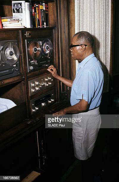 Rendezvous With Louis Armstrong Aux EtatsUnis à Los Angeles en juin 1970 Louis ARMSTRONG trompettiste chanteur portant une chemise un short et des...