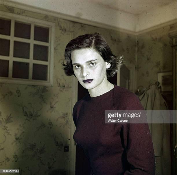 Rendezvous With Lucia Bose. En 1956, avant son mariage avec le toréador Luis Miguel DOMINGUIN, portrait en intérieur de l'actrice Lucia BOSE.