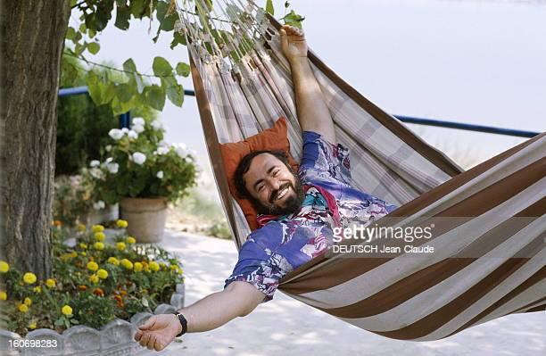 Rendezvous With Luciano Pavarotti On Holiday In His House In Pesaro Le 20 juillet 1990 après avoir triomphé en plein Mondial à Rome aux côtés de...
