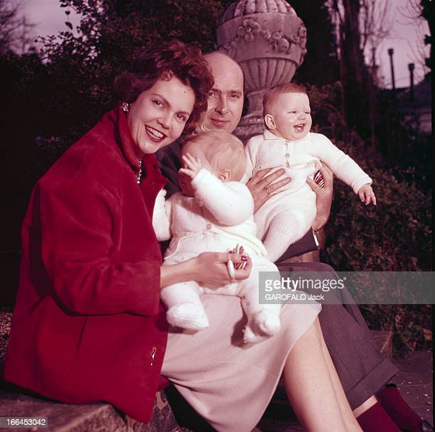 Rendezvous With Maria Pia De Savoie Her Husband Alexander Of Yugoslavia And Their Children Michael And Dimitri En 1958 lors d'une séance de portraits...