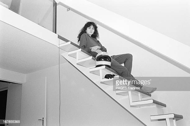 Rendezvous With Maria Schneider Le 25 octobre 1979 l'actrice Maria SCHNEIDER qui joue dans 'La dérobade' du réalisateur Daniel DUVAL allongée en...