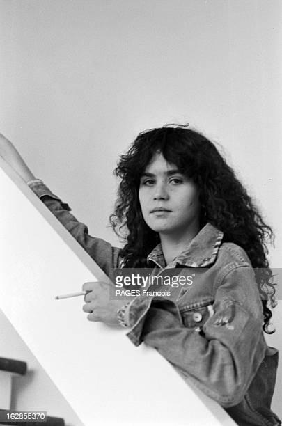 Rendezvous With Maria Schneider Le 25 octobre 1979 l'actrice Maria SCHNEIDER qui joue dans 'La dérobade' du réalisateur Daniel DUVAL une cigarette à...