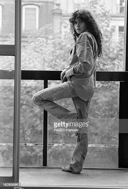 Rendezvous With Maria Schneider Le 25 octobre 1979 l'actrice Maria SCHNEIDER qui joue dans 'La dérobade' du réalisateur Daniel DUVAL debout devant la...