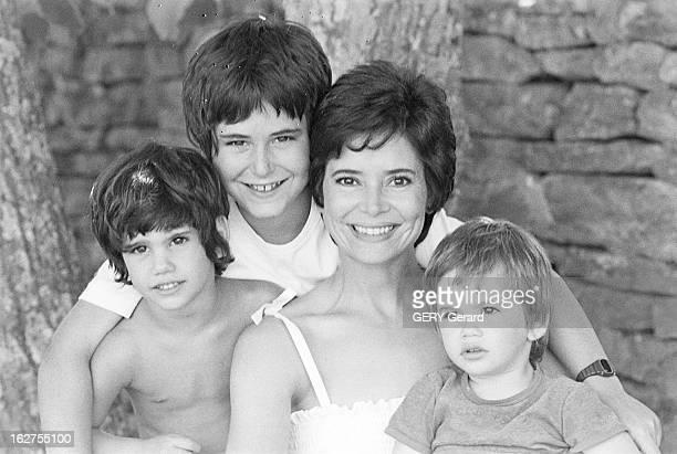 Rendezvous With Michel Drach And His Wife MarieJose Nat France Gordes 25 juillet 1977 Le réalisateur français Michel Drach a épouse l'actrice...