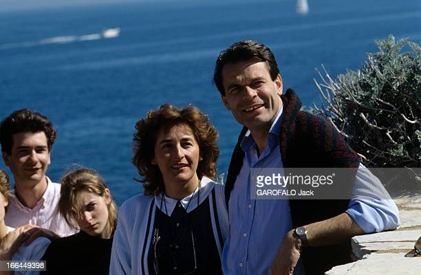 Rendezvous With Michel Noir Mayor Of Lyon With Family On Holiday Near SaintTropez En France près de SaintTropez en mars 1989 Michel NOIR maire de...