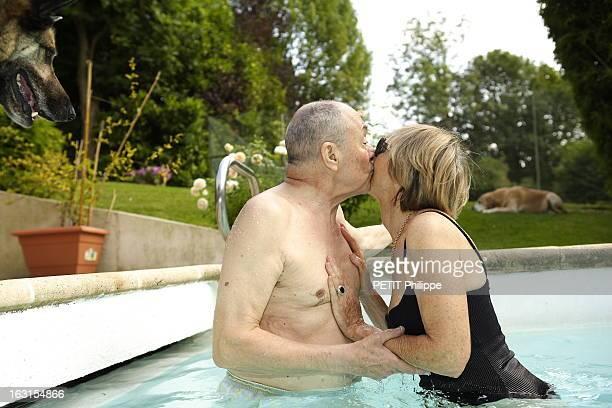 Rendezvous With Michel Rocard At Home Michel ROCARD reçoit Paris Match dans sa propriété de BOUGIVAL trois jours après son retour d'Inde où il a été...