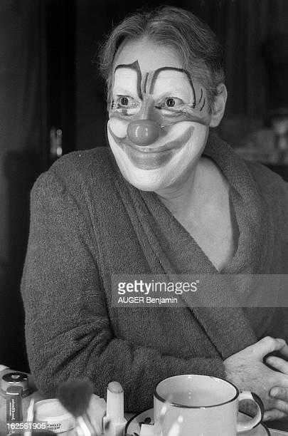 Rendezvous With Michel Serrault NeuillysurSeine novembre 1978 Michel SERRAULT qui triomphe toujours dans la pièce 'La cage aux folles' au théâtre du...