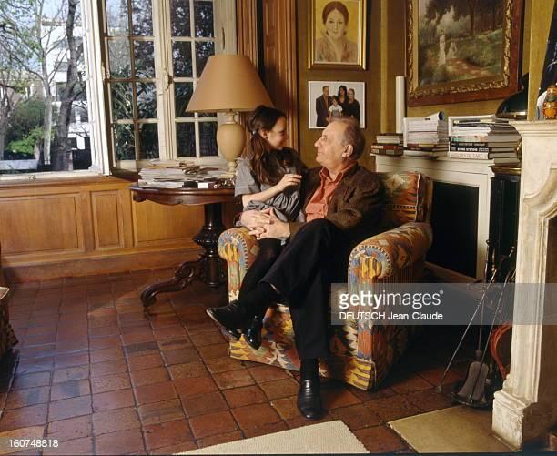 Rendezvous With Michel Serrault With Familly Michel SERRAULT chez lui dans sa maison de Neuilly avec sa petitefille Gwendoline 6 ans et demi