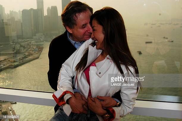 Rendezvous With Michelle Yeoh And Jean Todt Jean TODT serrant tendrement dans ses bras sa compagne Michelle YEOH qui porte un blouson Tod's à l'hôtel...