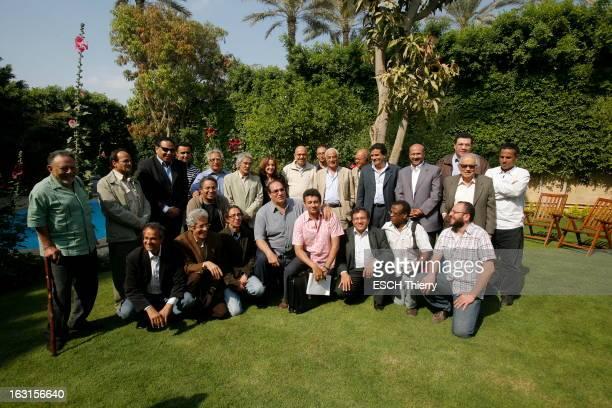Rendezvous With Mohamed Elbaradei. Le prix Nobel de la paix 2005, Mohamed EL BARADEI dans le jardin de sa maison du Caire. Photo de groupe avec des...