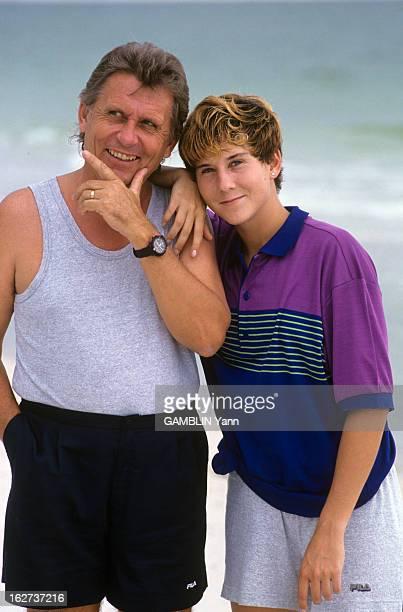 Rendezvous With Monica Seles En octobre et décembre 1991 portrait de la tenniswoman Monica SELES souriante en short la main sur l'épaule de son père...