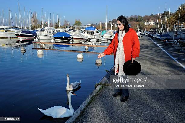 Rendezvous With Nana Mouskouri At Home In Geneva Nana Mouskouri attitude smiling 75 years old walking in the Lake GENEVA his hat in his hand and...