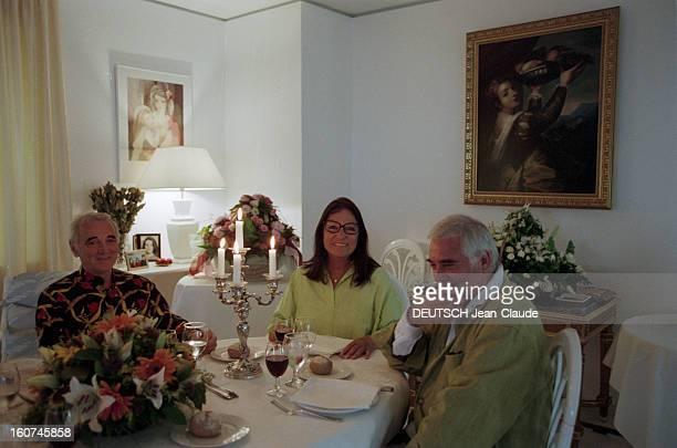 Rendezvous With Nana Mouskouri Grèce 26 juin 1998 la chanteuse Nana MOUSKOURI dans son appartement à Athènes Dans la salle à manger Nana MOUSKOURI...