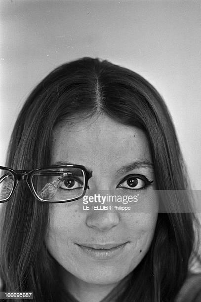 Rendezvous With Nana Mouskouri. Le 19 octobre 1967 : la chanteuse Nana MOUSKOURI se produit cette année-là dans la célèbre salle de spectacle de...
