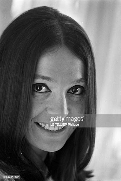 Rendezvous With Nana Mouskouri Le 19 octobre 1967 la chanteuse Nana MOUSKOURI se produit cette annéelà dans la célèbre salle de spectacle de...