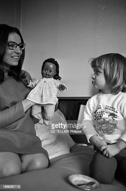 Rendezvous With Nana Mouskouri Le 19 octobre 1967 la chanteuse grecque Nana MOUSKOURI se produit cette annéelà dans la célèbre salle de spectacle de...