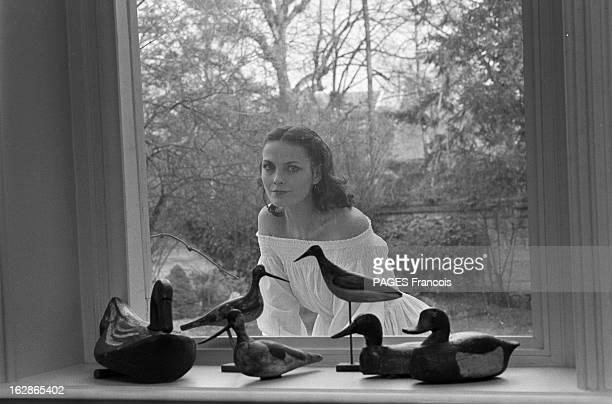 Rendezvous With Nathalie Nell France 4 avril 1978 l'actrice française Nathalie NELLE chez elle prend un peu de repos entre deux représentations au...