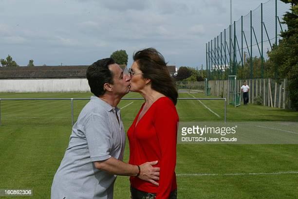 Rendezvous With Nicolas Sarkozy And Cecilia With Family In La Baule Nicolas SARKOZY et son épouse Cécilia tous deux de profil s''embrassant sur un...