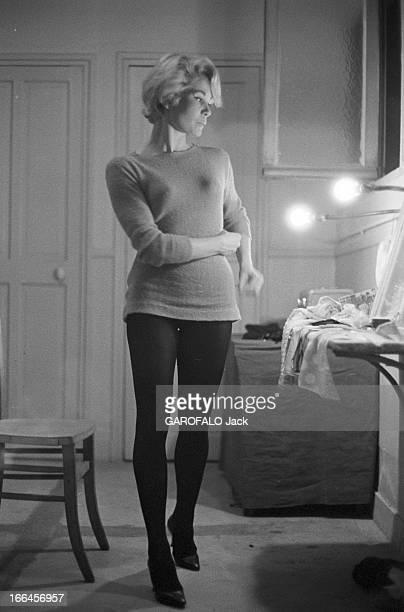 Rendezvous With Noelle Adam 21 janvier 1958 Noëlle ADAM danseuse et actrice française pose dans sa loge Cette annéelà elle tourne dans le film 'Ni vu...