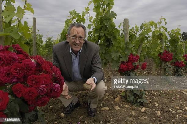Rendezvous With Oenologist Jeanclaude Berrouet L'oenologue JeanClaude BERROUET dans les vignes où est produit le Petrus accroupi une motte d'argile...
