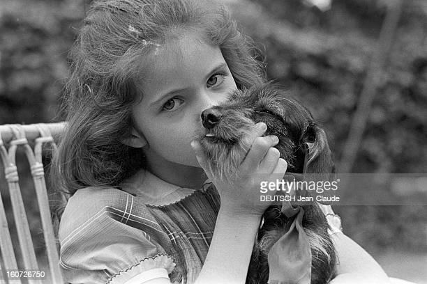 Rendezvous With Olivia Garnier 7 Year's Old Pianist A SaintCloud portrait en extérieur de la jeune pianiste prodige Olivia GARNIER dans le jardin de...