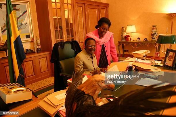 Rendezvous With Omar Bongo Before The Presidential Elections November 27Th 2005 In Gabon Omar BONGO président du GABON signant des documents assis à...