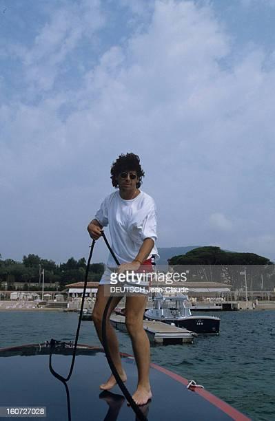 Rendezvous With Patrick Bruel On Holiday SaintTropez 27 Juillet 1990 Lors de ses vacances chez ses amis Jennifer et Daniel HECHTER Patrick BRUEL...