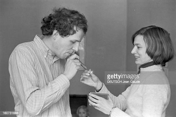Rendezvous With Patrick Poivre D'arvor With Family Paris 19 février 1978 Patrick POIVRE D'ARVOR rédacteurenchef adjoint d'Antenne 2 présentateur du...