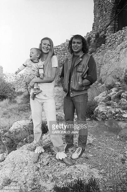 Rendezvous With Philippe Djian 28 septembre 1981 l'écrivain Philippe DJIAN en famille dans sa maison près de Fitou à l'occasion de la sortie de sa...